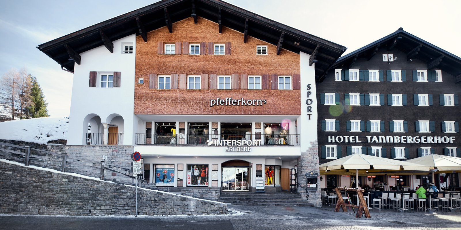Two shops in Lech, two different sports worlds: Intersport Arlberg at the Schlosskopfbahn and our Intersport Arlberg Sporthaus Lech